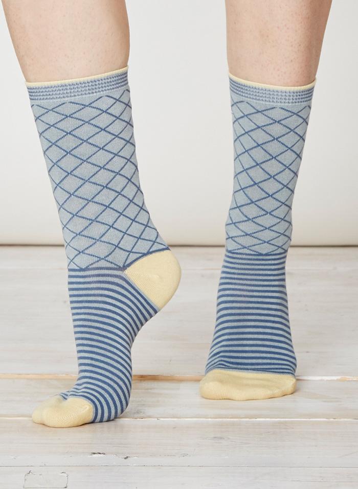 SPW215-Yaron-Bamboo-Socks-Duck-Egg-Front