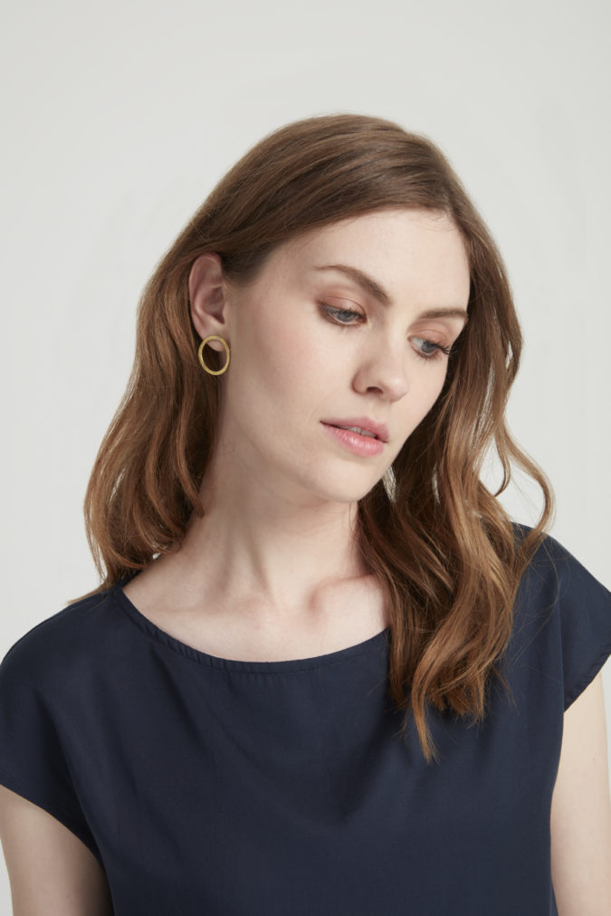 simple-circle-earrings-in-brass-c7942586150d