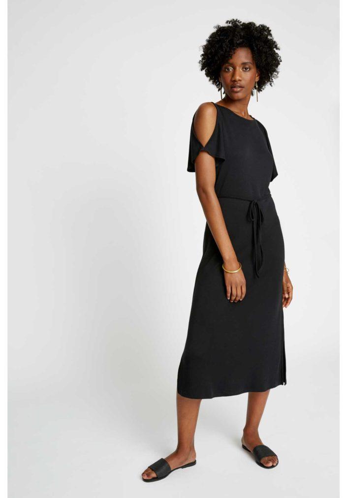 victoria-dress-in-black-7e4ffe84303e