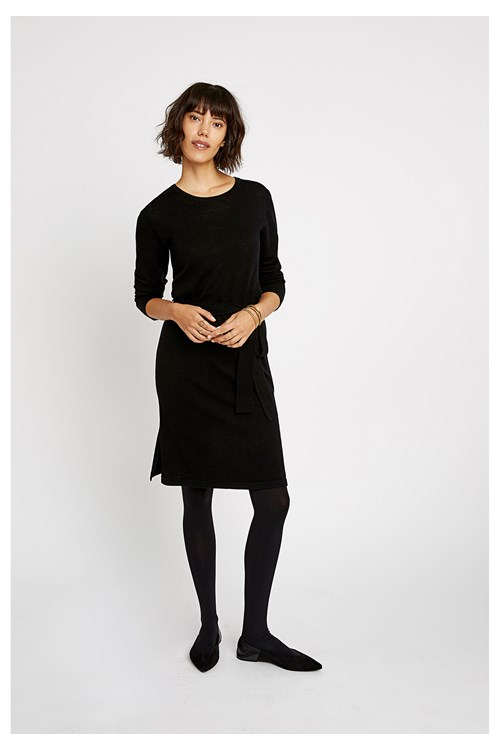 una-knitted-dress-in-black-f54b74889cf5