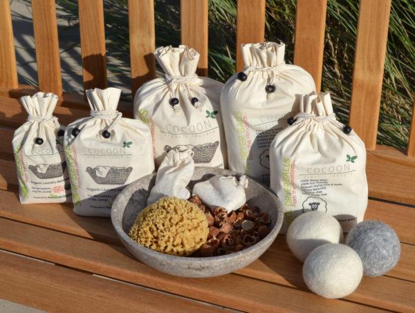 Cocoon-Organic-Laundry-Sæbebær-Vaskenødder-Uldbolde-Tørrebolde-Natursvamp-600x453